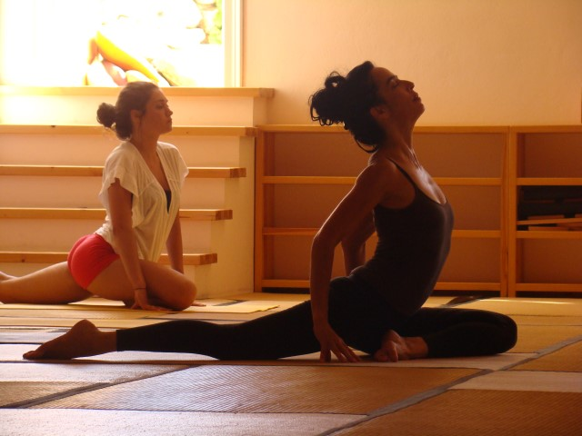 vinyasa yoga |ouvi lifshitz | meditation hall | taos center | paros | greece